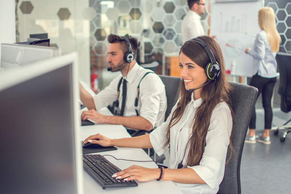 contact center agent handling customer interactions with agility